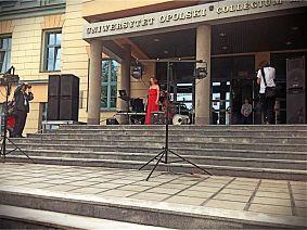 Przed odsłonięciem - minirecital Gabrieli Machej - fot. Piotr Kofta
