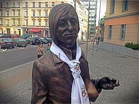 Pomnik Jonasza Kofty na schodach Collegium Maius Uniwersytetu Opolskiego - fot. Piotr Kofta
